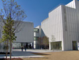High Museum of Art: courtyard with skyways
